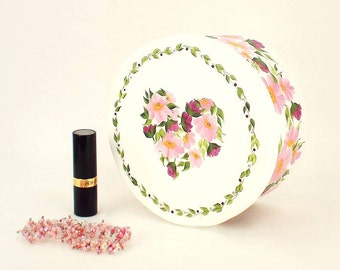 Painted Floral Hat Box, Ready to Ship - Pink Daisies, Roses in Heart Design - Accessories Storage Box Jewelry Memory Memories Box Gift Idea