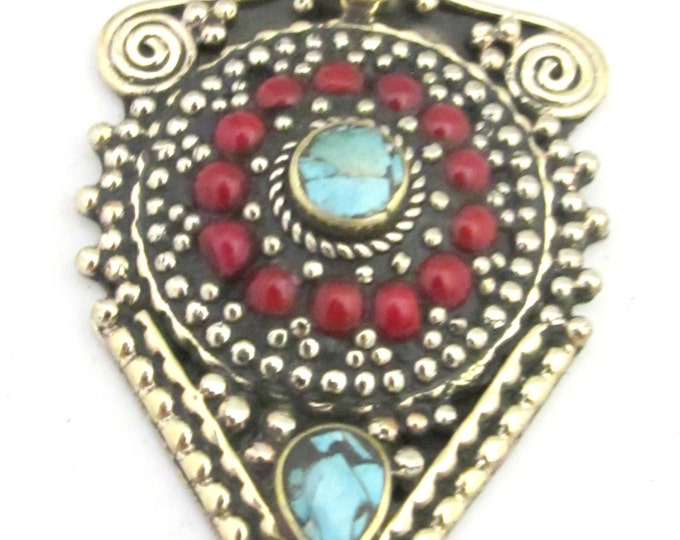1 pendant -  Ethnic arrowhead shape shield design Tibetan silver charm pendant with coral and turquoise inlay - PM346B