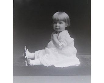 antique glass photo negative - dry plate - circa 1910s to 1920s - darling BABY - 5 x 7 plate - gn65