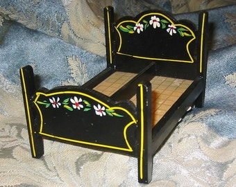 Vintage Pennsylvania Dutch  Doll Bed