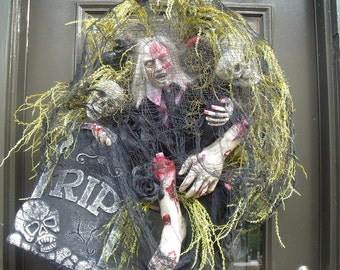 Gory Wreath, Halloween Wreath, Sinister Halloween Wreath, Halloween Prop, Bloody Halloween Decor, Zombie Wreath
