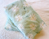 Full Size Sheet Set Pale Green with Daisy Pattern
