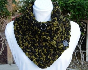 Chunky Camo Neck Warmer Scarf, Buttoned Cowl, Dark Green Olive Brown Camouflage Soft Wool, Black Buttons, Thick Crochet Knit, Ready to Ship