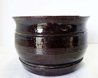 Round Burn Umber Stoneware Planter Made in Japan Signed by Artist Home and Garden Lawn and Garden Gardening Pots and Planters