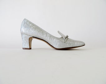 Vintage 1960s Shoes / MOD Shoes / Silver Shoes Lurex Dress Pumps / 60s Shoes Pilgrim Shoes 1960s Heels Size 7