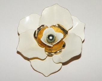 Sarah Coventry Large White Floral Brooch