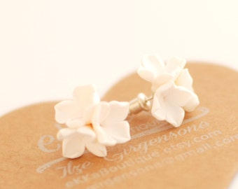 Flower earring | White studs | Bridal wedding studs | Post earrings | Bridesmade gift, flowergirl accessories