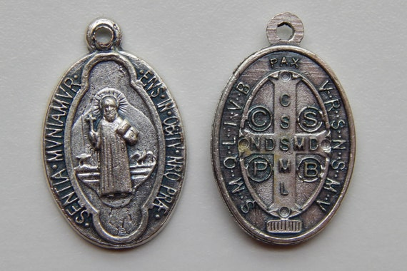 5 Patron Saint Medal Findings, St. Benedict, Latin, Die Cast Silverplate, Silver Color, Oxidized Metal, Made in Italy, Charm, Drop, RM115