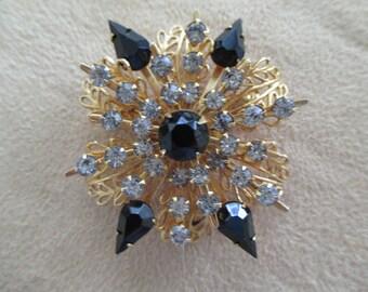 vintage costume jewelry  / rhinestone brooch