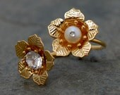 Pearl Flower Ring, Gold Pearl Ring, Gold Rhinestones Ring, Blossom Ring ,Bridesmaid Gift, Wedding Ring, Bridal Jewelry, Bridesmaid Accessory