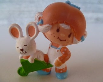 Strawberry Shortcake Apricot & Hopsalot in Wheelbarrow PVC Miniature 1982