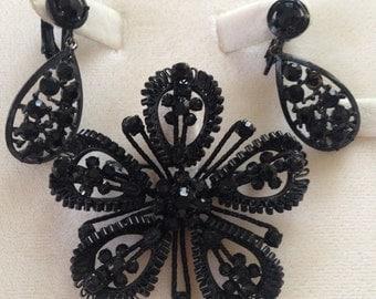 Weiss Austria Black Rhinestone Flower Shaped Pin Brooch & Clip Earrings SET Vintage!