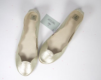 Ballet Flats Shoes in Gold Soft Leather Scalloped Slip on Ballerinas