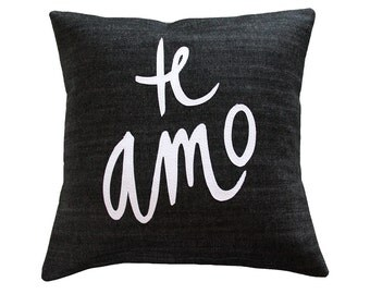 Te Amo Pillow, Black and White