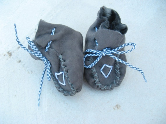 Toddler shoes 0-12 months crochet shoe slippers made, baby booties, moccs, crib shoes,
