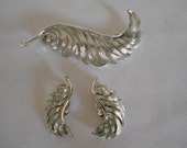 Price slashed Vintage Silver tone feather Pin and earring set