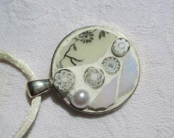 White Mosaic Pendant, mosaoc medaillon, mosaik necklace