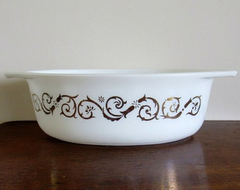 Pyrex 1 1/2 qt. Vintage Serving Dish, Empire Scroll, white with gold floral scroll