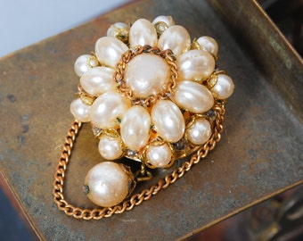 Vintage brass brooch with glass pearls