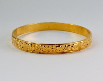 Vintage 1990 Signed Avon Rich & Classic Textured Goldtone Flower Floral Vine Gold Tone Size XLARGE Bangle Bracelet in Original Box NIB