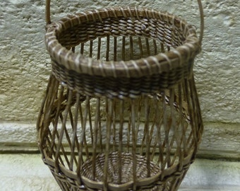 1:12th scale dollhouse miniature poultry basket