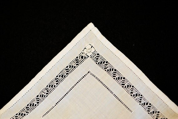 2 Pure White Ladies Vintage Handkerchiefs Hanky Hankies.. Fancy Hand Sewn & Fine Drawn Work.. Wedding/Bride