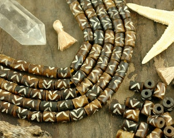 Hand Carved >>> Barrel Beads, 6x9mm, 24 Large Hole Natural Cow Bone, Tribal Craft, Jewelry Making Supply, Brown & White, Geometric, Bohemian