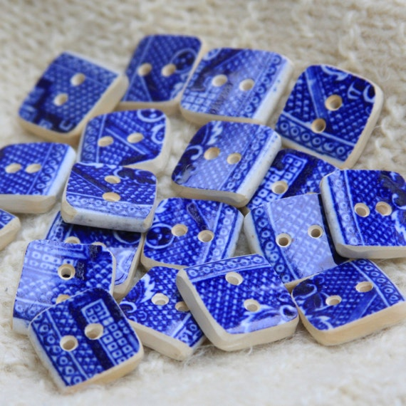 "Buttons Blue Willow Square 3/4"" Hand Cut Broken China #205"