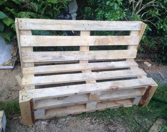 Palletwood garden bench made from reclaimed pallets