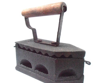 Vintage Sad Fama Coal Pressing Cast Iron Old Antique Rare Clothing Charcoal Wooden Handle Smoothing Forged Solid Metal Latch Hard To Find