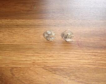 vintage screw back earrings seashells rhinestones