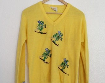 1970s Cyn Les Sweater Yellow Snow Skiing Frogs Embroidered Embellished V Neck Novelty Sweater Womens Vintage Medium