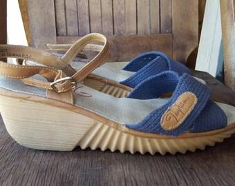 TEMPTATIONS    ///     Canvas Wedge Sandals