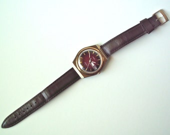 Vintage 1970's Timex Electric Day Date Watch with Red Face, Crack on Side of Crystal