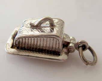 Silver Nuvo Cheese Dish and Mouse Opening Charm