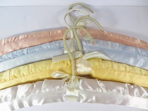 Vintage Satin Covered Padded Clothes Hangers Set Of 4 Satin