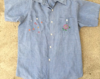 Vintage 70s Chambray embroidered Holly Hobbie short sleeve button up
