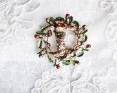 Wreath Brooch, Vintage Christmas Motif, Animal Figural, Gold Tone, Christmas in July, Item No. B442