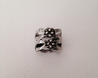 Steling silver floral band ring