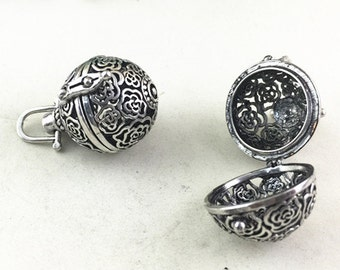 Lockets -2pcs Filigree Lucky Magic Box Antique Silver Locket For Essential Oil Diffuser Necklace 23mm AC203-4