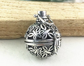 Lockets -2pcs Filigree Lucky Magic Box Antique Silver Locket For Essential Oil Diffuser Necklace 23mm AC202-4