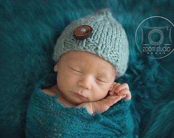Chapeau pour nouveau-né avec bouton de bois véritable