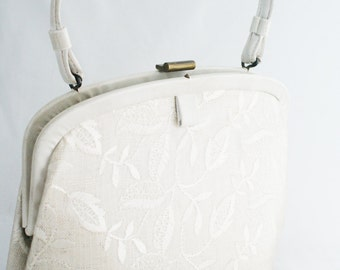 Purse- Lace White Plastic Free Standing 1960's Handbag