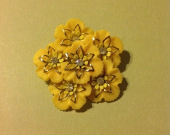 Vintage Plastic Lucite Yellow Flower Gold Star Center With Rhinestones Brooch Pin