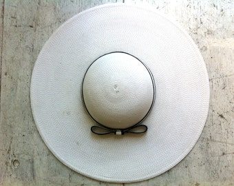 70s white wide brim hat / vintage navy blue bow sun hat