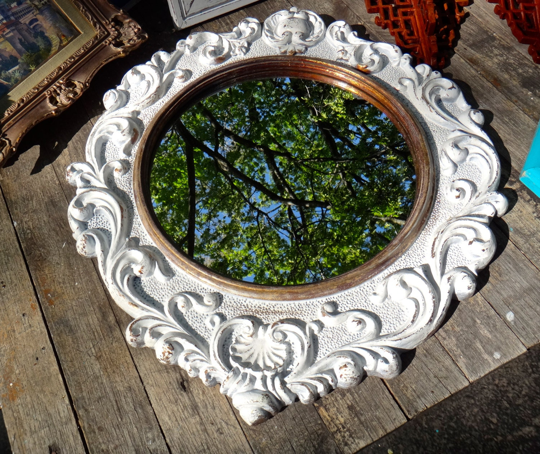 White gold mirror large round mirror syroco by casakarmadecor for Large white round mirror
