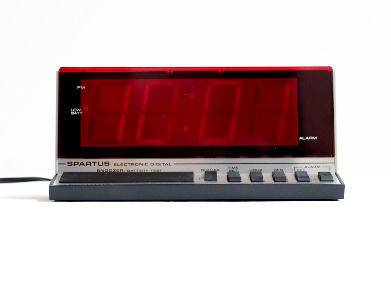 Spartus Minimalist Modern 1980 39 S Digital Bedside Alarm