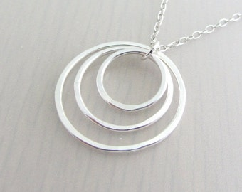 Sterling Silver Three Circle Necklace, Three Ring Necklace, Eternity Ring Pendant, 30th Birthday Gift, Sister Necklace, Mother Necklace