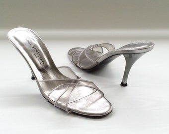 SALE - Vintage 90s Clear Slip On Pumps / Plastic and Silver Pin Up Heels / Size 6 M / Made in Italy