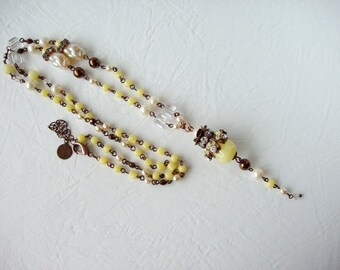 Yellow Necklace with Beads and Pearls. Yellow Rhinestone Necklace. Boho Jewelry in Vintage Style